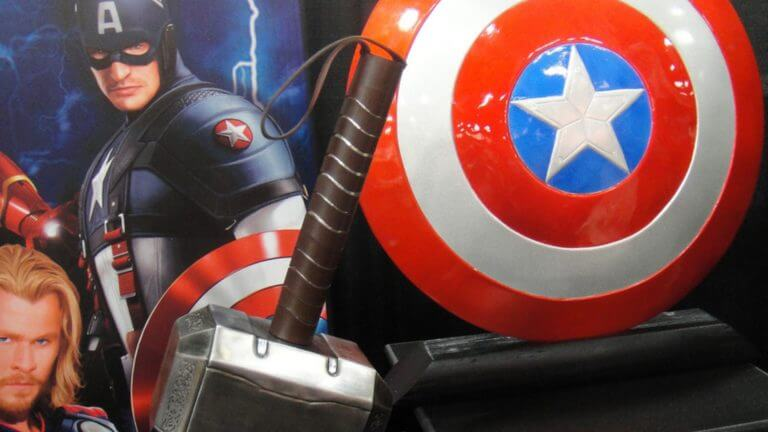 6 Ways To Turn Movie Props Into iconic Symbols - Featured Image - StudioBinder