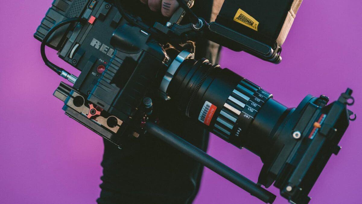The Best Filmmaking Podcasts – Header – StudioBinder
