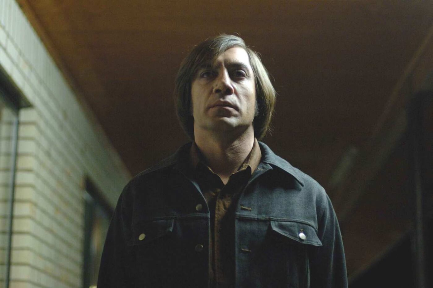 Ultimate Guide To Camera Shots - A Low Angle Shoulder Level Shot From No Country For Old Men