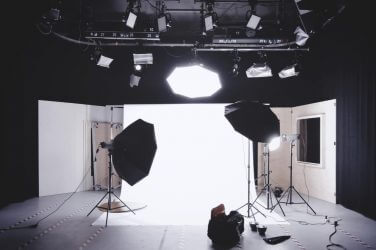 Three Point Lighting Setup Examples for Filmmaking - Featured - StudioBinder