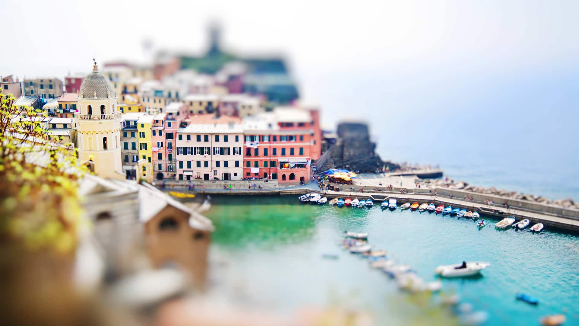 What is a Tilt Shift Lens Effect - Featured - StudioBinder