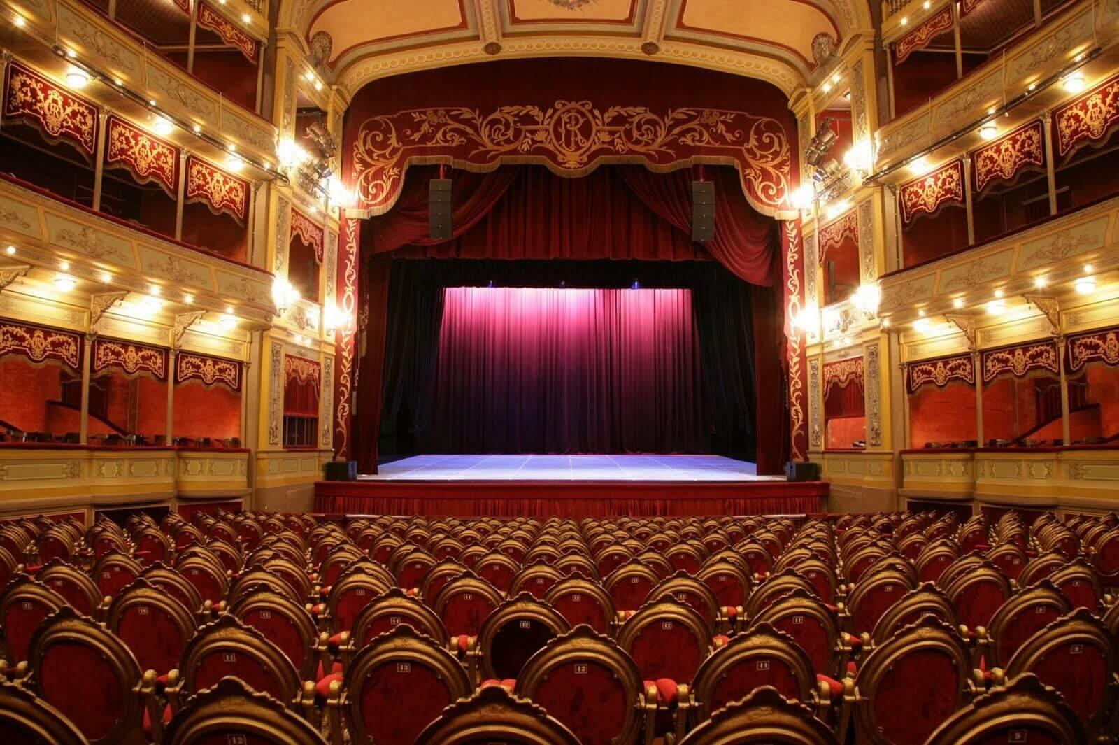 What is Leko Light - 4 Leko Sources in Theatre