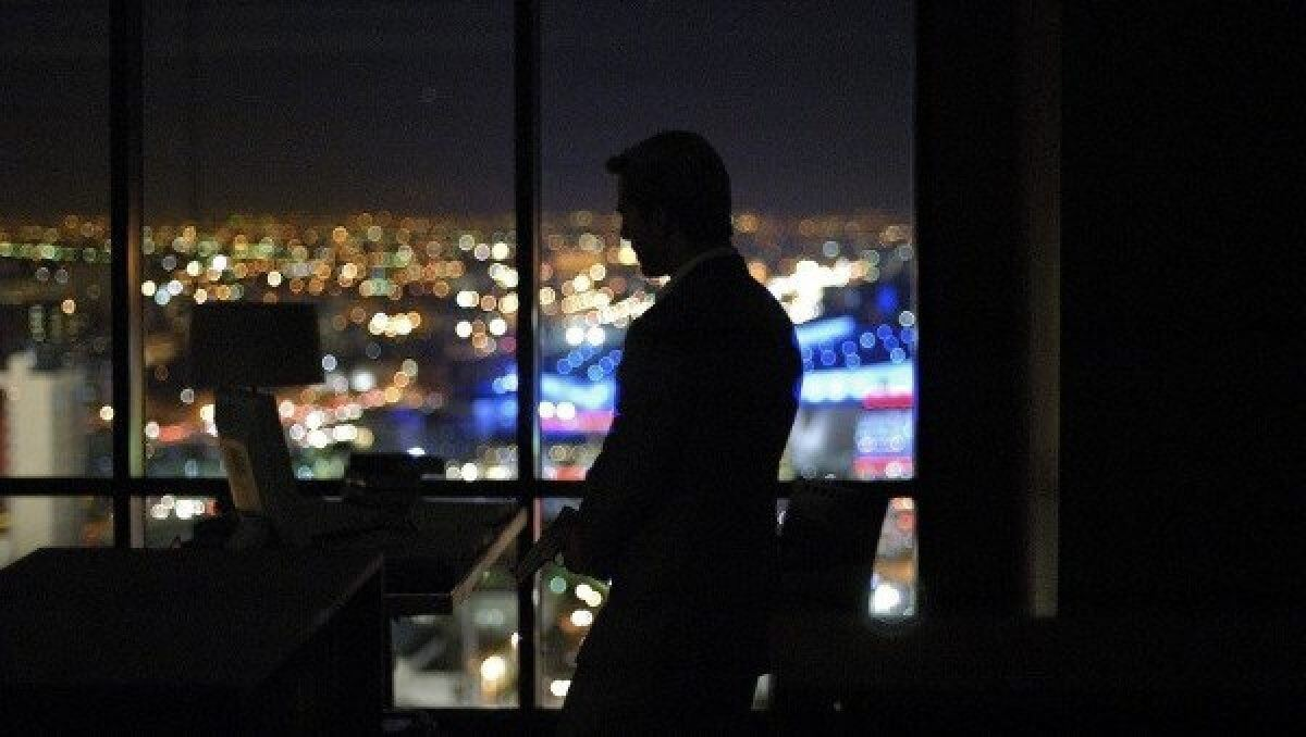Tom Cruise in Collateral movie - Beautiful bokeh of LA lights