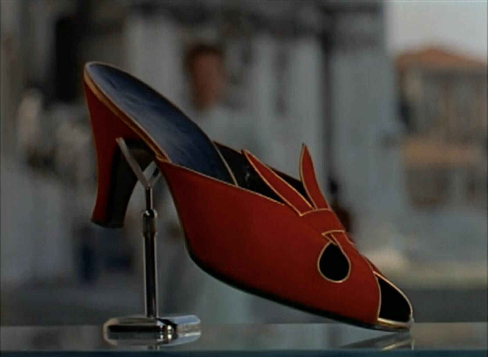 Connotation Synonym - The Red Shoes in David Lean's 'Summertime'