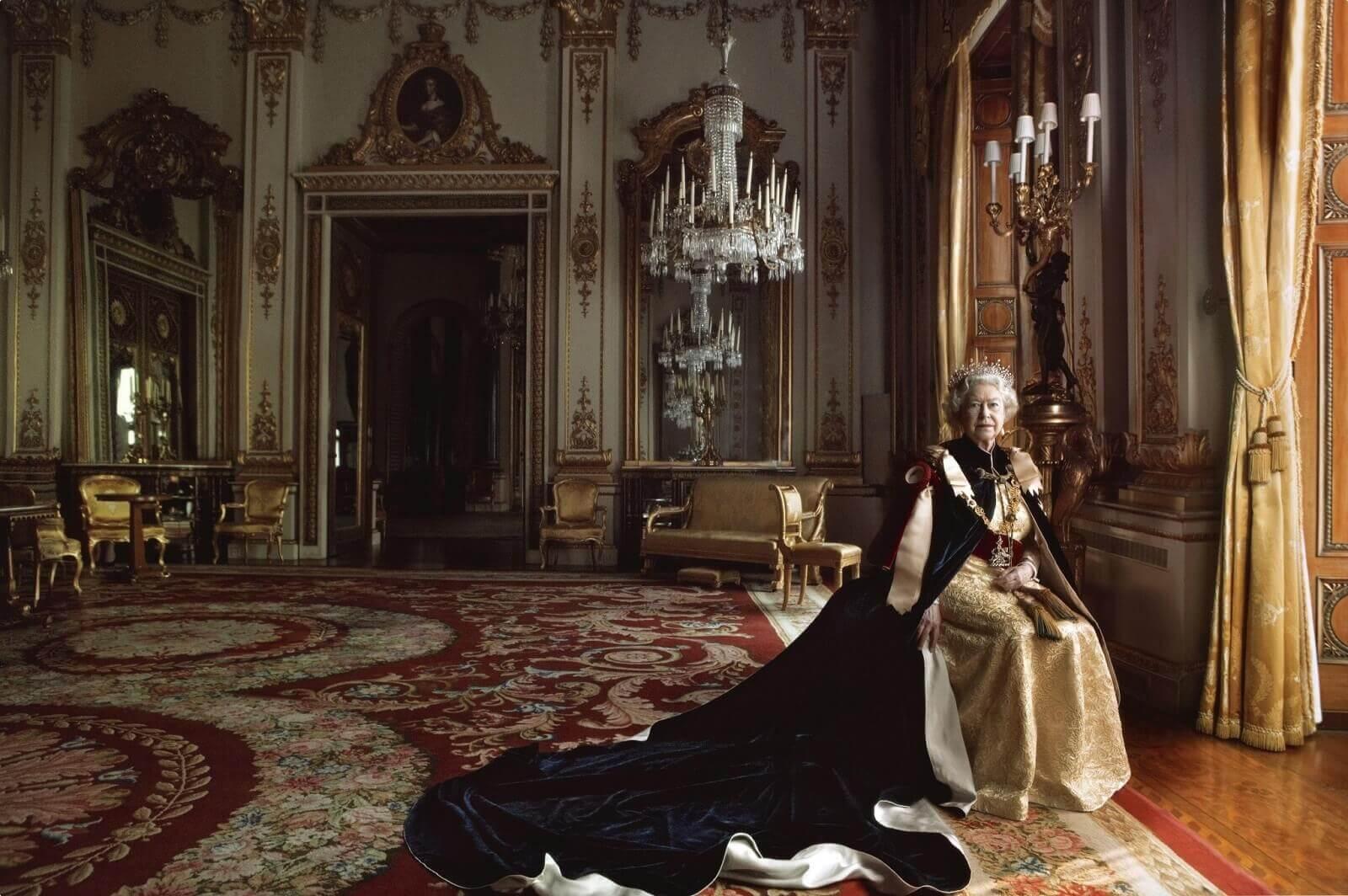 Annie Leibovitz; Queen Elizabeth II Portrait photoshoot in Buckingham Palace