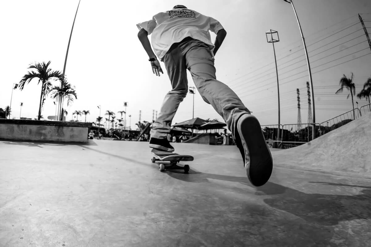 Great Sports Pictures - A Skater Amidst the Palm Trees - Pablo Vaz