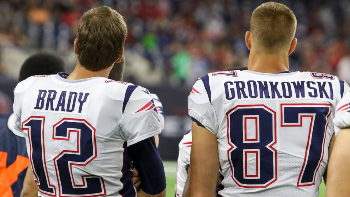 Tom Brady and Rob Gronkowski on the Sidelines in New England - John Glaser Zumapress.com